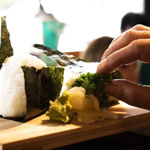 Il team della cucina del ristorante giapponese Osushi