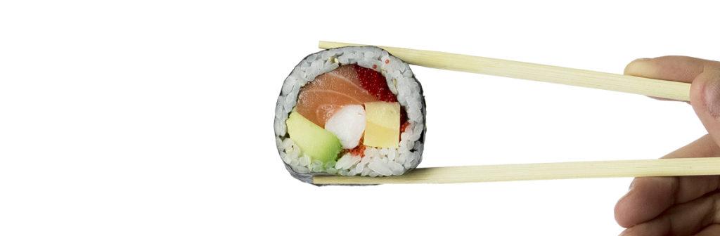 come mangiare il sushi? esempio di impugnatura del Futomaki
